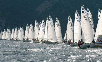 meeting di torbole 130 skipper in acqua con il singolo europa