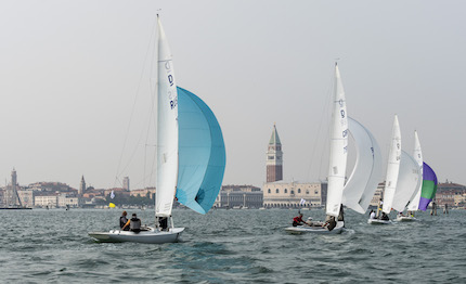jerboa in testa dopo la prima giornata di regate dragons in venice invitational