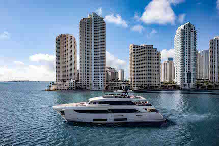 ferretti group al 33 176 palm beach international boat show