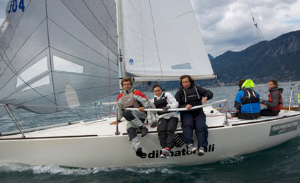 j24 marina di carrara eugenia de giacomo con five for fighting vince il campionato autunno